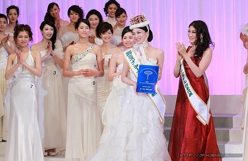 日本美女吉松育美首获国际小姐冠军
