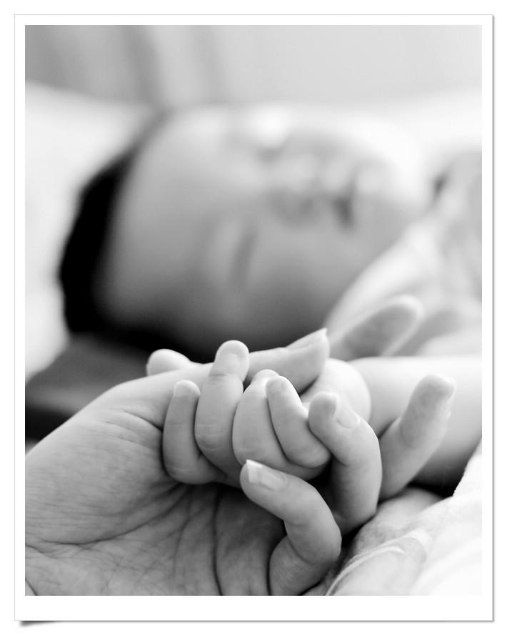 母子手紧握