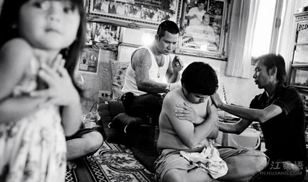 如果纹身图案与佛教有关,则通用的戒律是:不杀生,不偷盗,不邪淫,不