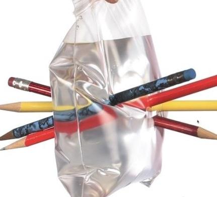 扎不破的塑料袋原理_(你用塑料袋的话就可以忽略掉这步了、呆会直接把大塑料袋粘或用铁丝扎在下一步做好的竹圈上、推荐扎上去哦=但是不要弄出很大的