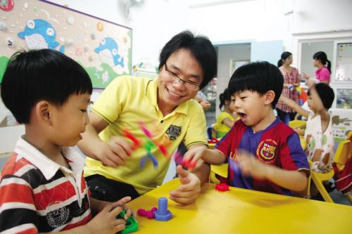 """""""幼儿园男老师比熊猫还金贵."""
