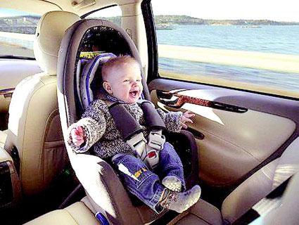 未成人保护法亮点一:未满4周岁乘车应配安全座椅