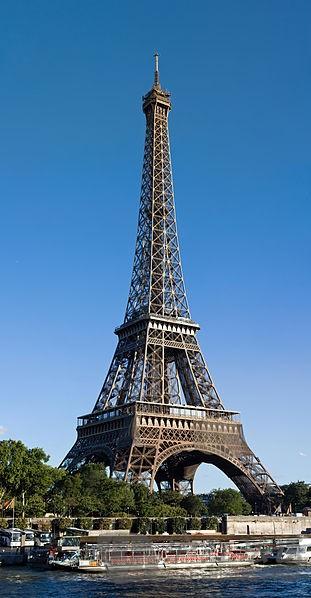 埃菲尔铁塔也是世界上最多人付费参观的名胜古迹,2011年约有698万人
