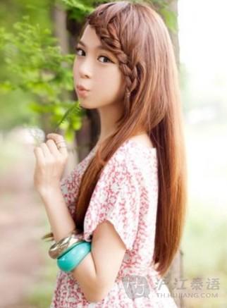 甜美可爱的编发 一年四季都很流行的发型
