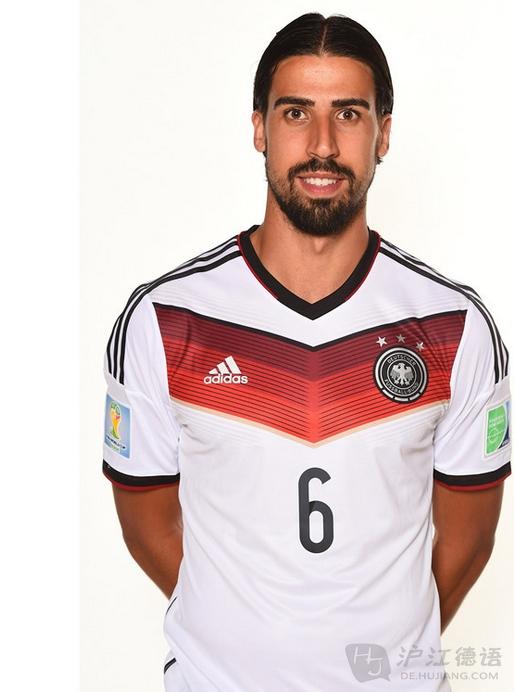 克洛泽 Klose 昵称:K神、米洛 成因:两德统一后首位世界杯金靴奖得主,德国历史第一射手,当代世界足球国际比赛总射手王。德国现役球员中出场次数最多、进球最多、助攻最多、世界杯有史以来最伟大的射手之一,所有时代最强大的前锋之一,堪称德意志传奇。难道这些头衔还不能称之为神么?米洛是克洛泽德语名的缩写Miro。