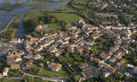 法国最美丽的村庄:mornac-sur-seudre